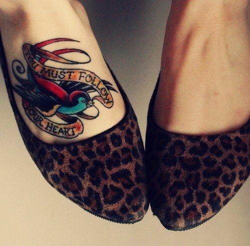 70 Fußrücken Tattoo Motive Bildergalerie