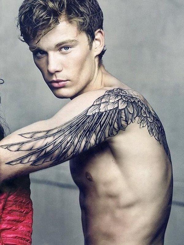 Tattoo brust männer Brusttattoos für