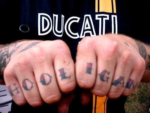82 Tattoos In Den Fingern Daumen Zeigefinger Mittelfinger Ringfinger