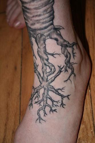 90 atemberaubende lebensbaum tattoos. Black Bedroom Furniture Sets. Home Design Ideas