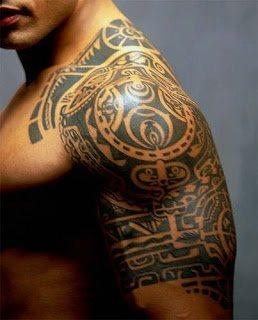 Tattoo mann schulter