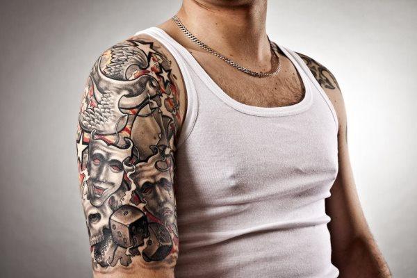 Tattoo schulter oberarm Tattoo am