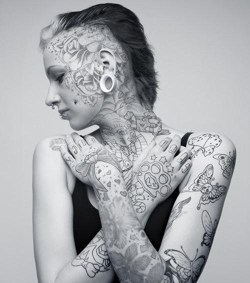 Stirn Tattoo