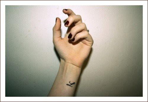 74 Winzige und kleine Tattoos für Frauen