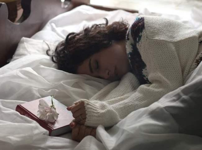 In mit bett schlafen einem kumpel Schlaft ihr