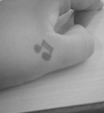 97 Tatuajes En La Mano O En Los Dedos