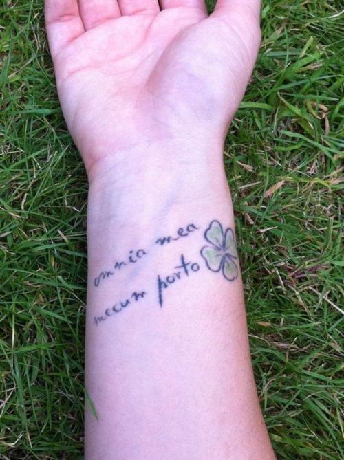 tatuaje de frase 13