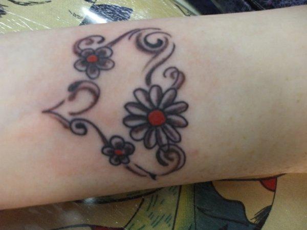idea tatuaje muneca 209