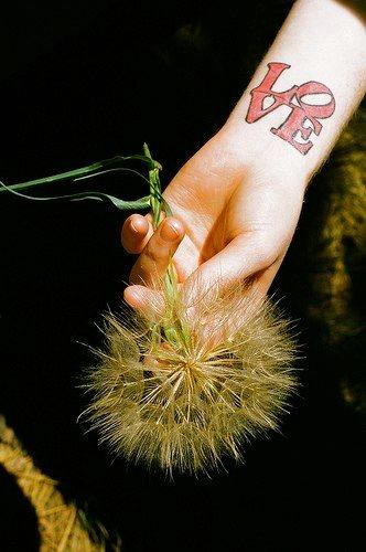 tatuaje amor love 1017