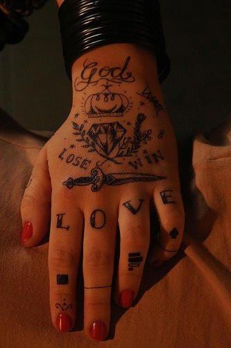 tatuaje amor love 1021