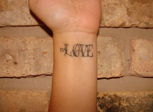 tatuaje amor love 1045