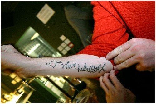 tatuaje amor love 1052