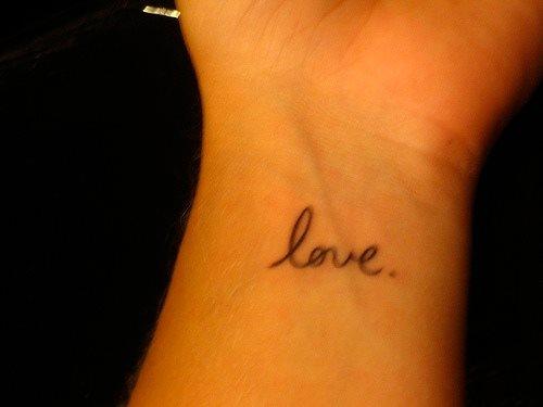 tatuaje amor love 1077