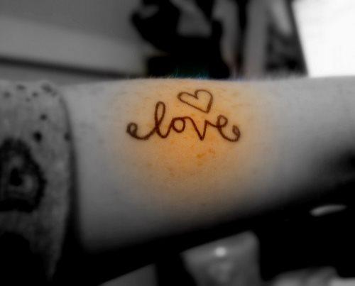 tatuaje amor love 1087
