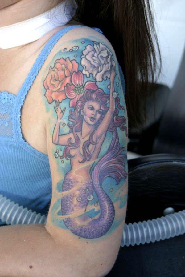 95 Tatuajes de sirenas del mar con motivos naturales