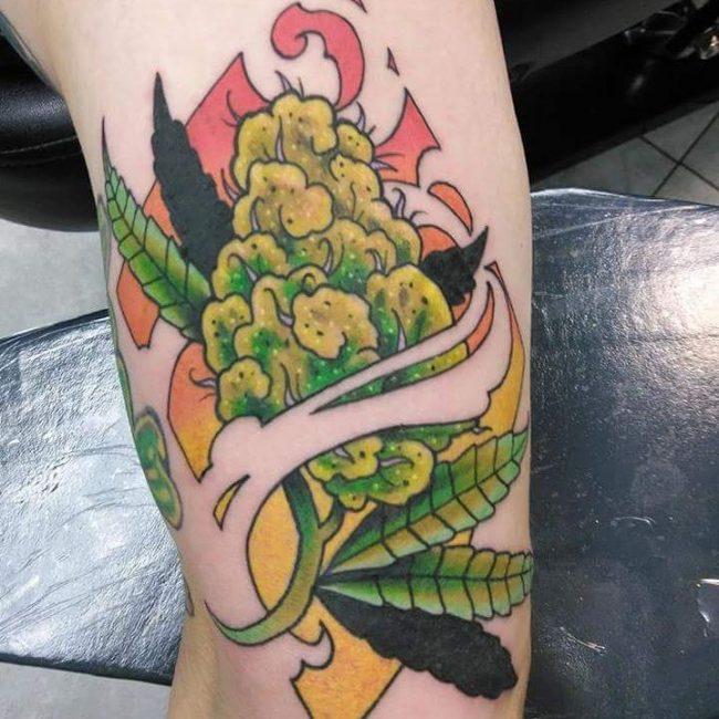 tatuaje cannabis132