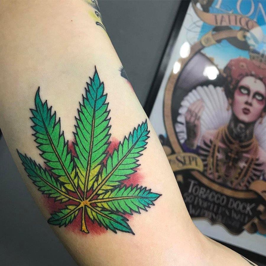 tatuaje cannabis152