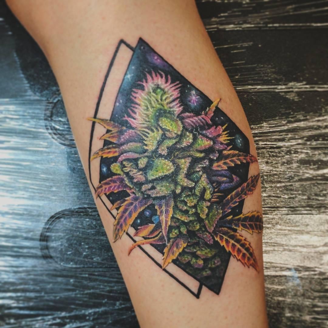tatuaje cannabis160