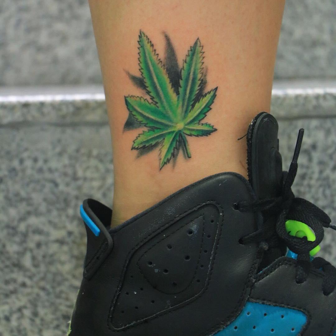 tatuaje cannabis217