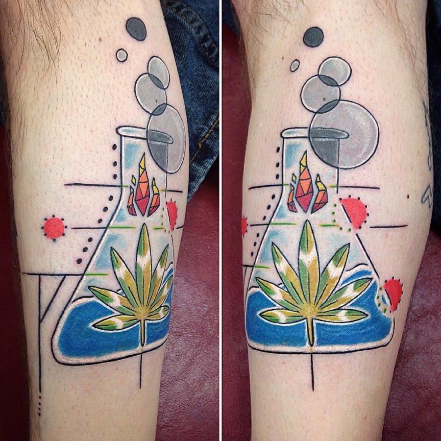 tatuaje cannabis226