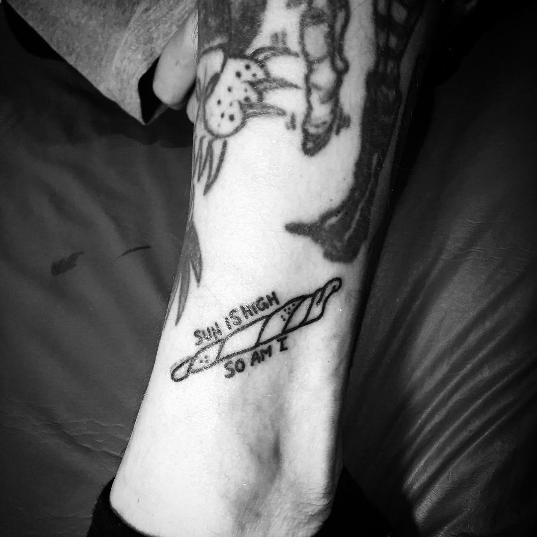 tatuaje cannabis229