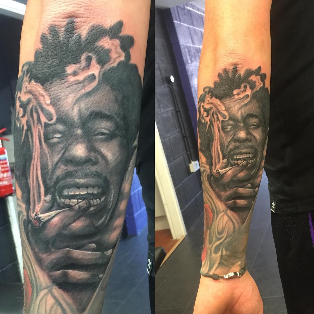 tatuaje cannabis238