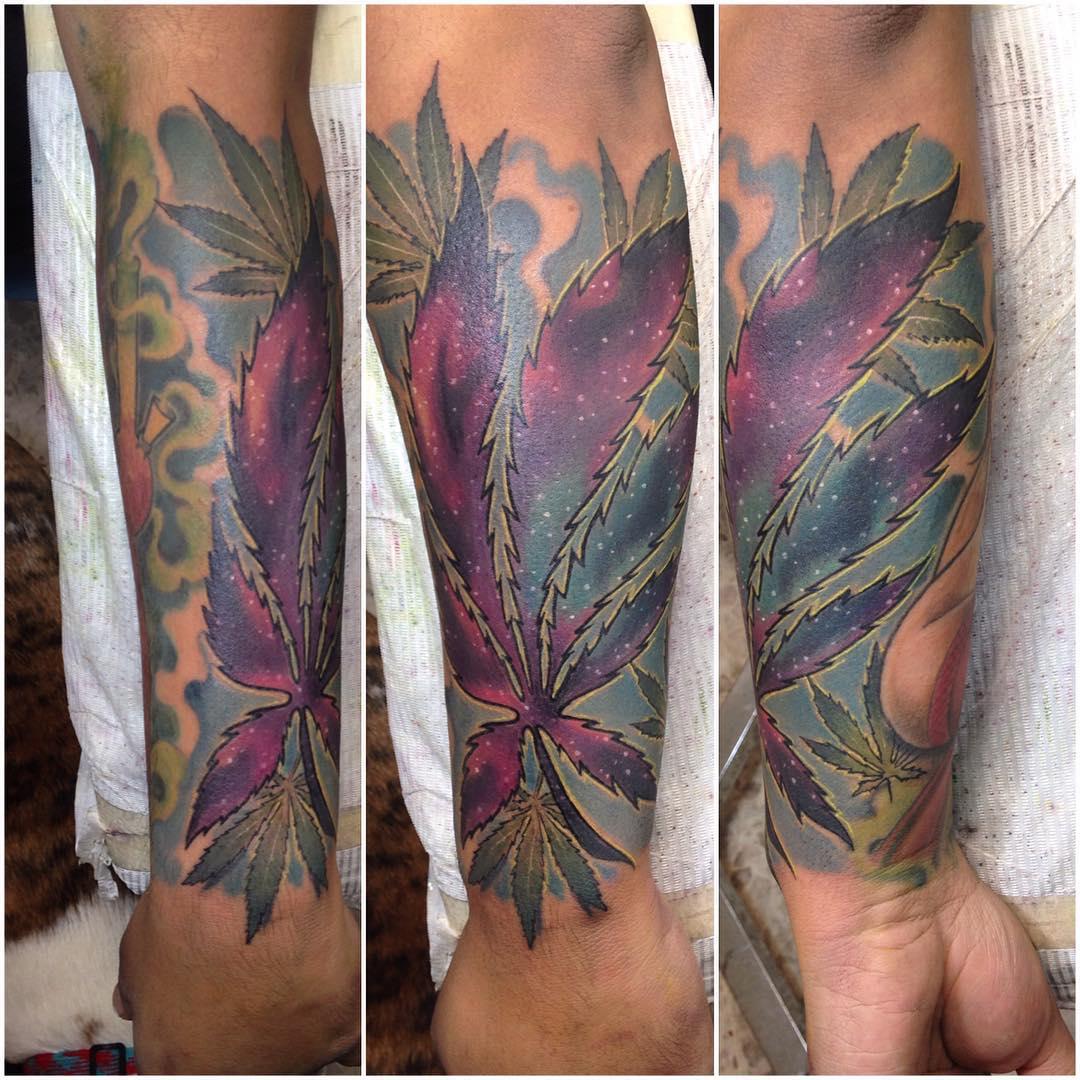 tatuaje cannabis293