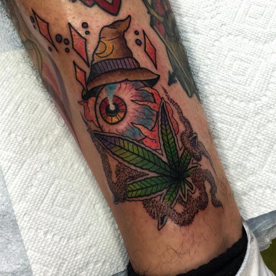 tatuaje cannabis299