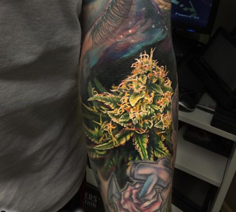 tatuaje cannabis306