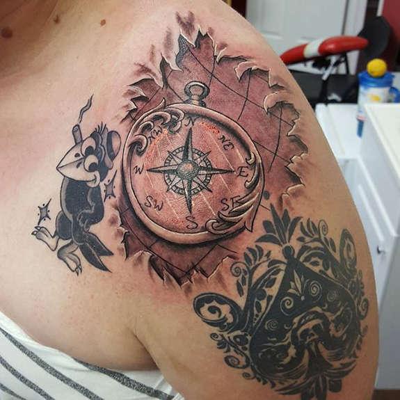 tatuaje Omoplato157