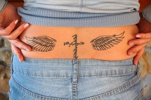 74 Tatuajes en los lumbares o la baja espalda