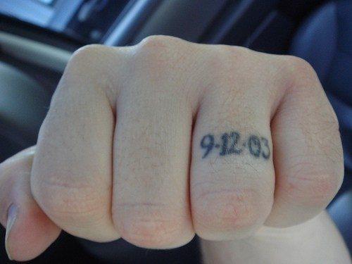 82 Tatuajes En Los Dedos Pulgar Menique Corazon Y Anular