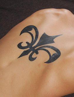 40 Tatuajes Con Motivos De La Flor De Lis