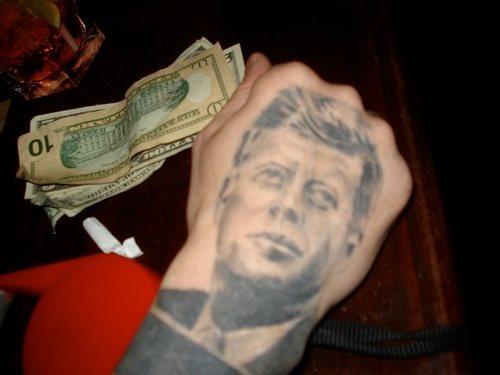 tatuaje mano 1001