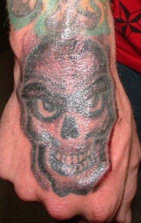 tatuaje mano 1017