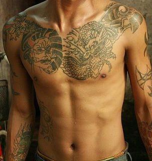 tatuaje pecho 1026