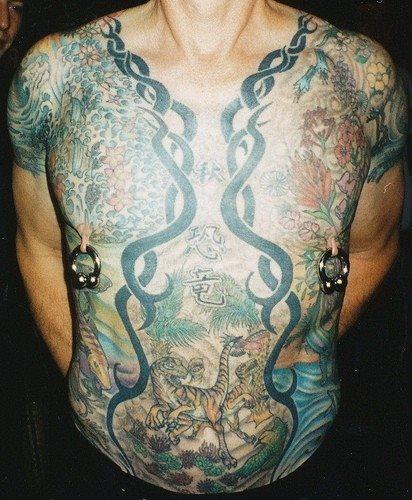 tatuaje pecho 1038