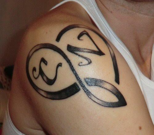 43 Fotos Con Tatuajes De Iniciales