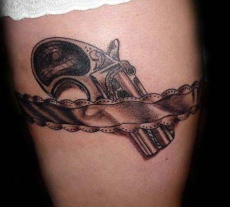 Treinta y nueve tatuajes de pistolas