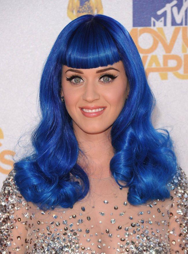10 donne famose che utilizzano spesso le parrucche (e chi ...