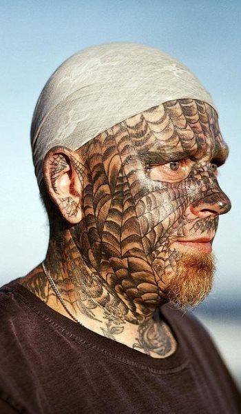 74 tatuaggi sul viso o sulla faccia. Black Bedroom Furniture Sets. Home Design Ideas